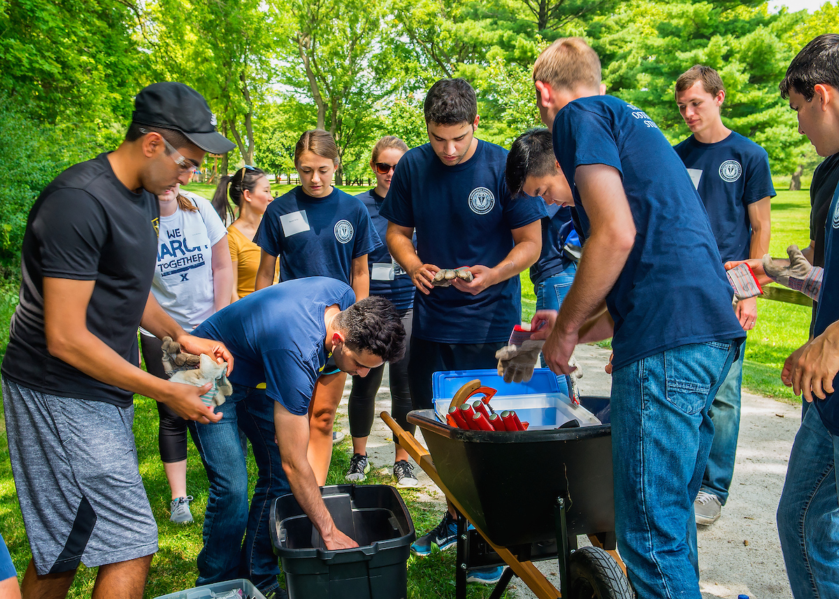 New students at Midwestern University's Chicago College of Osteopathic Medicine participated in a day of service as part of their orientation program.
